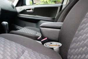Подлокотник Suzuki SX4 в салоне
