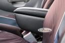 Подлокотник в салоне Hyundai Accent